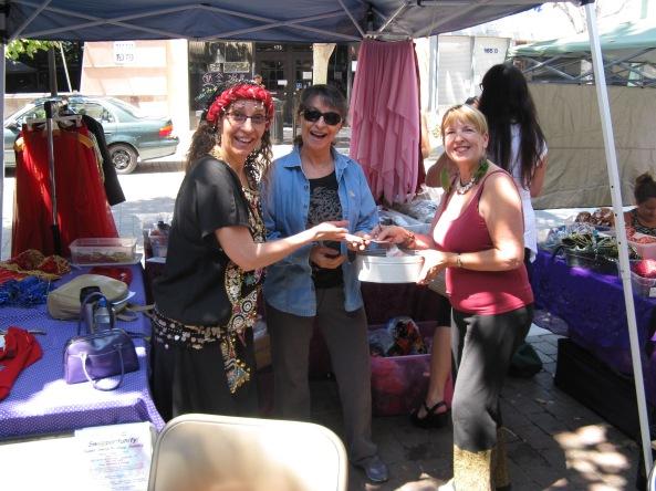 Jahmra, Camille & Safiyah finding rare bargains